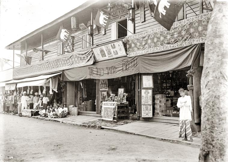 The store and hotel building at Pak Nam Pho Market