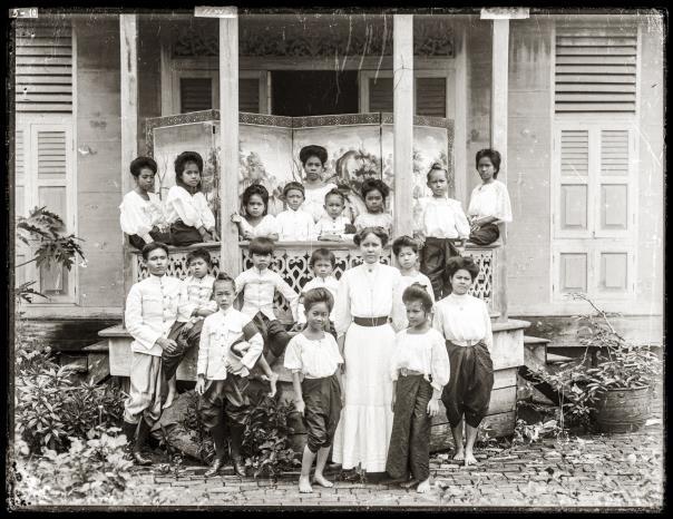 Students and teachers of Suan Nok School.