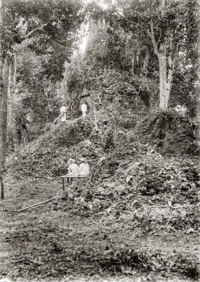 The ruined stupa at Wat Chedi Chet Yot